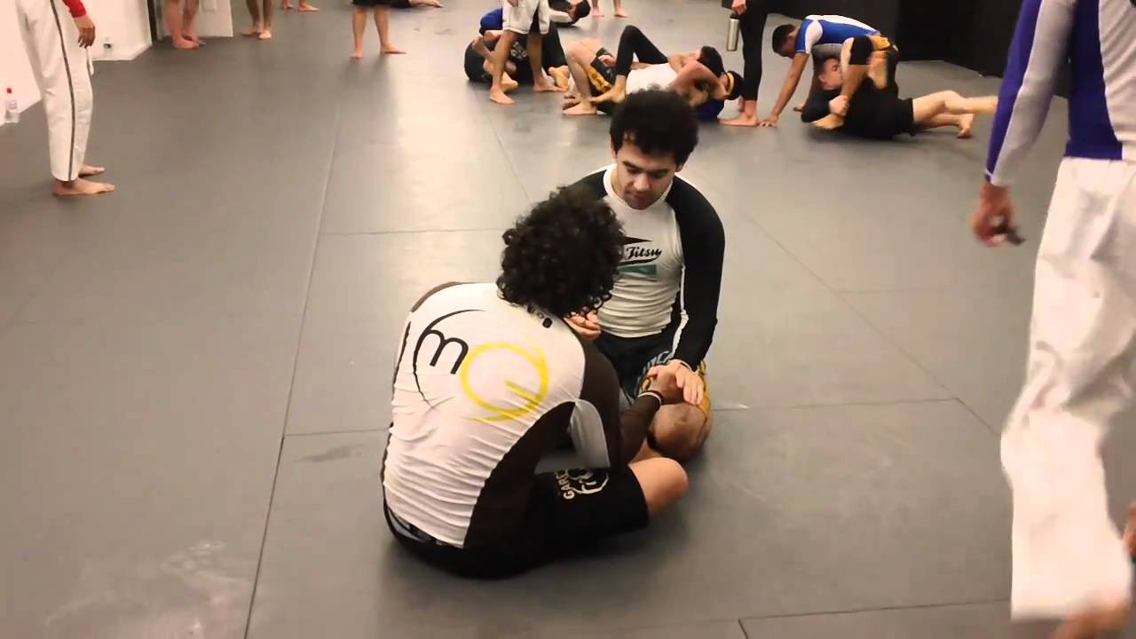 Marcelo Garcia rolling with Josh Waitzkin - YouTube