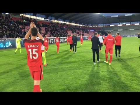 Jubel på banen efter 6-1 over Derry City