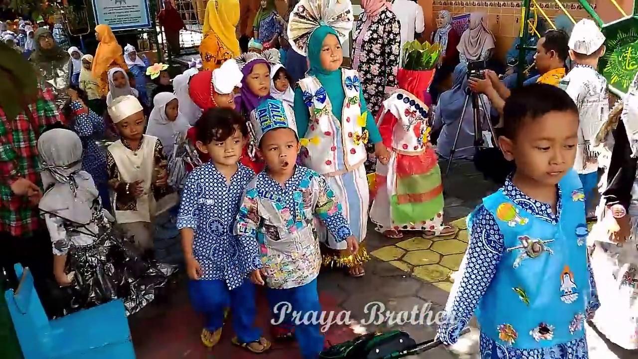Festival Kostum Baju Daur Ulang Anak Tk Festival Recycled Clothes Kindergarten