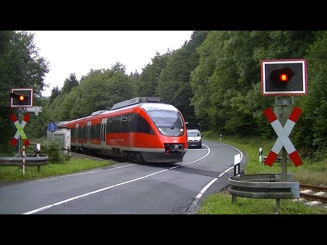 Spoorwegovergang Olsberg (D) // Railroad crossing // Bahnübergang