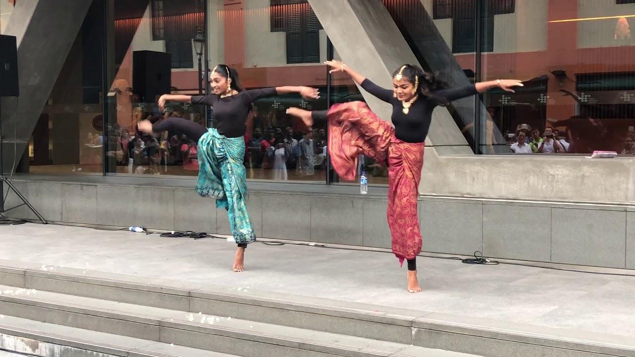 Viral Video Iswarya Shruthi Dance In Singapore Youtube