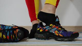 Download Video Nike TN play with very hot black ankle socks MP3 3GP MP4
