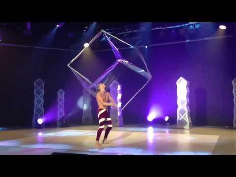 Acrobat Act   Cube