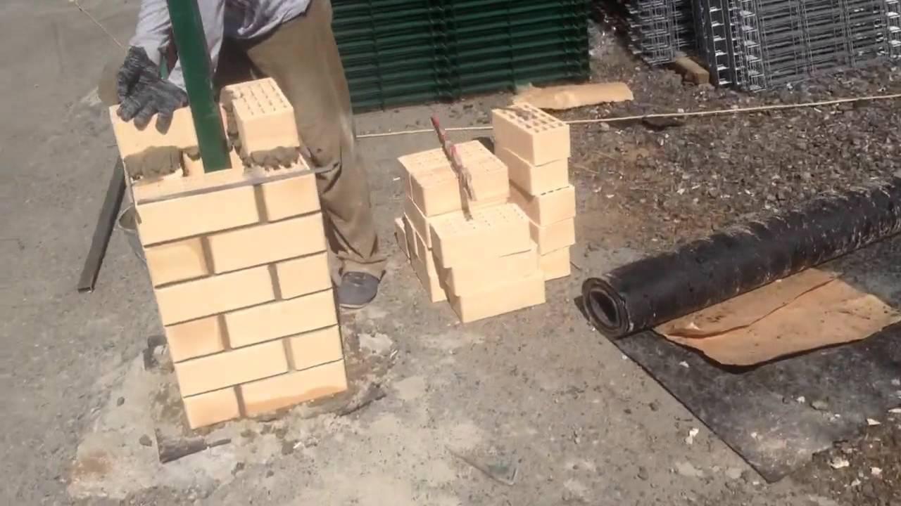 Монтаж кирпичных колонн для откатных ворот