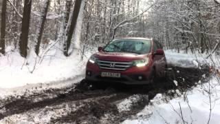 Honda CR-V 2012 на бездорожье(Небольшое видео с украинской презентации Honda CR-V 2012. Машина на удивление неплохо справилась с внедорожной..., 2012-12-17T06:34:05.000Z)