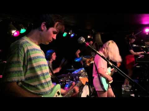 Alvvays -- Party Police ~ Adult Diversion (06/10/2015)