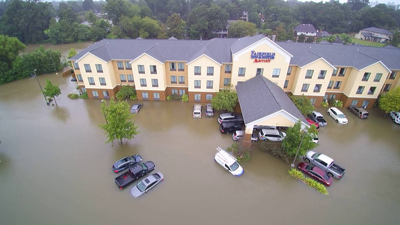 Flooded Hotels Outback Steak House Lafayette Copyright August 13 2016