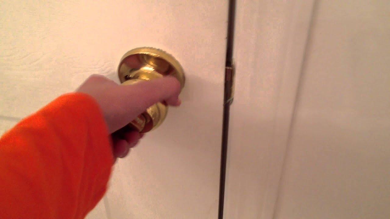como abrir la puerta del baño - YouTube