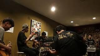 Download lagu Kami Bersama Persija -  Circle Cloud (cover)