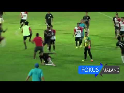 Football Horror, melee in the second division Indonesia, players fight the referee