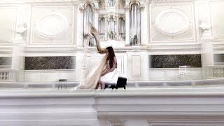 Даша Румянцева играет на арфе для проекта «Пробуждённая Радость»