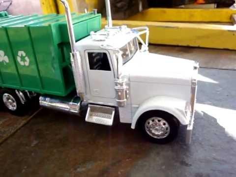 Fast Lane Trash Truck Clean 1 32 Youtube