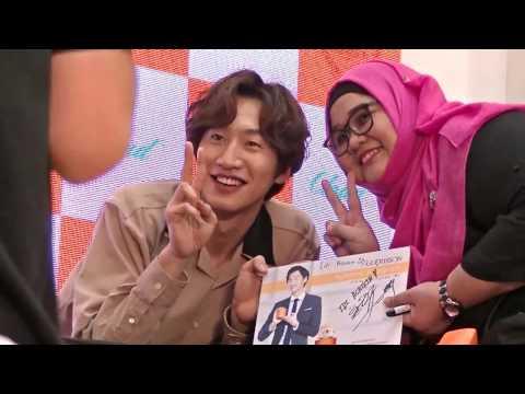 signing-autograph,-camera-a,-lee-kwang-soo-&-guerisson,-pavilion-2017