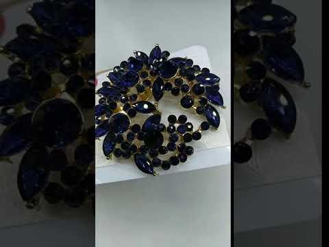 Красивая брошь с синими камнями Бижутерия