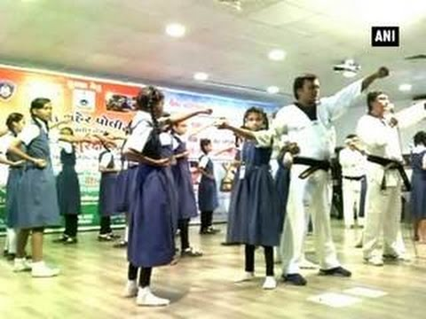 Girl students given self-defence training by Surat Police - ANI News