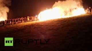 Rodas gigantes de fogo de BLAZE há 3000 anos em ritual pagão