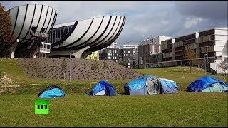 Палатки вместо парт  во французском вузе отменили занятия из за лагеря мигрантов на его территории