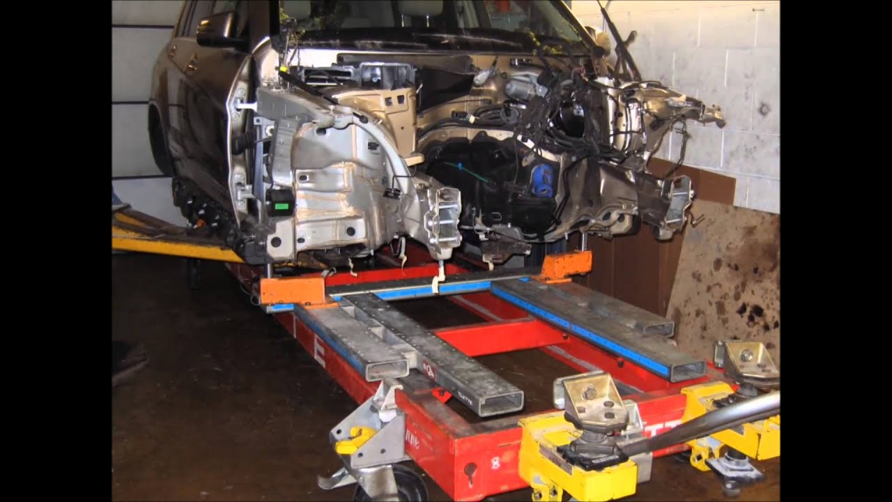 MERCEDES GLK COLLISION REPAIR ON CELETTE BENCH AT JAWAUTO - Porsche collision repair
