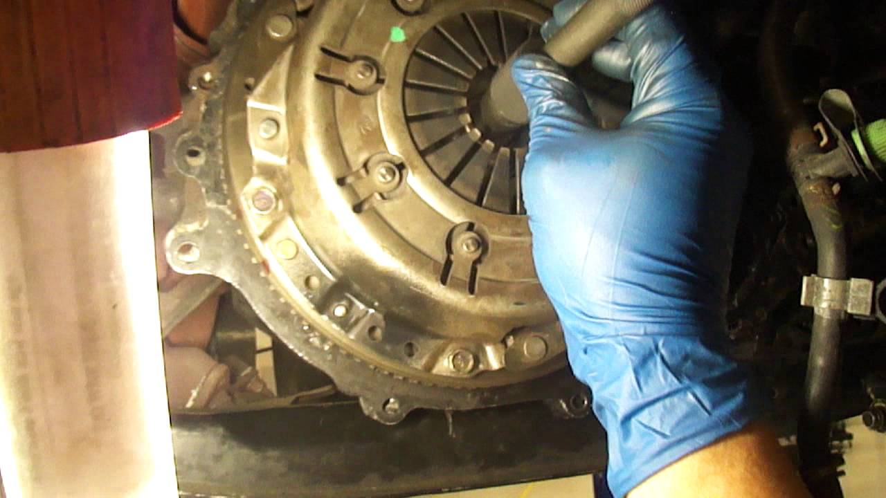 CLUTCH DISC ALIGNMENT AND TORQUE APPLIED TO PRESSURE PLATE BOLTS