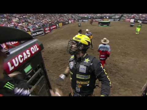 Silvano Alves rides Wicked for 87 points