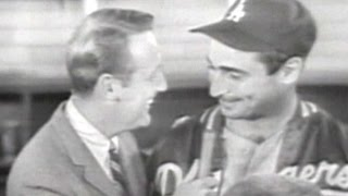 WS1965 Gm7: Scully talks to Koufax after game