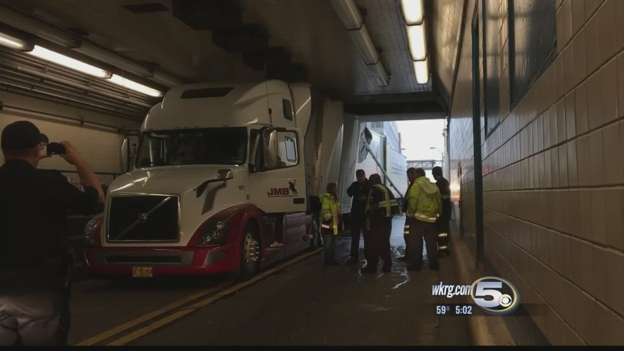 Truck Gets Stuck In Bankhead Tunnel Youtube