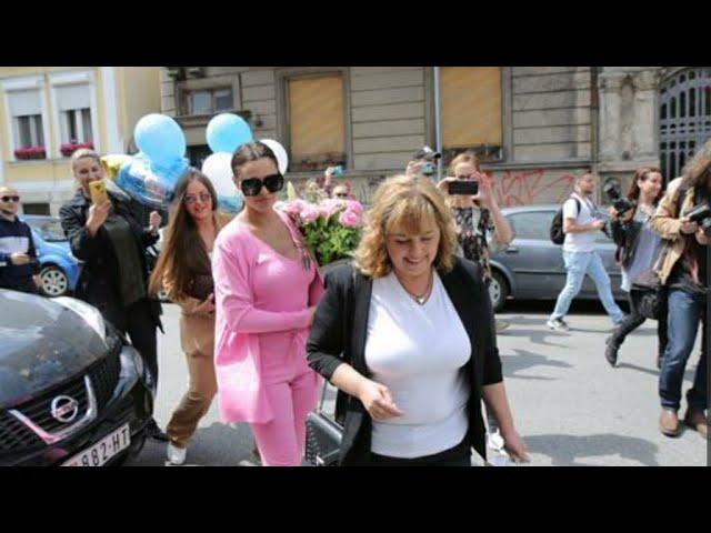 SUZE RADOSNICE Stigle Bogdanina majka i sestre sa balonima i cvećem, slave rođenje Željka