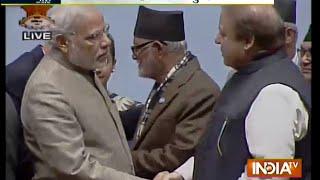 Aaj Ki Baat Nov 27, 2014: Modi, Sharif Shake Hands, Meet At Saarc Retreat - India TV