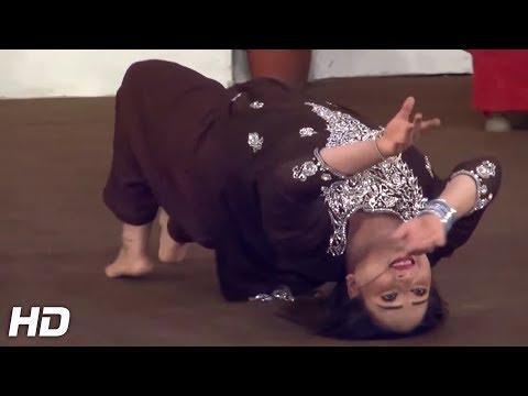 MUJRA MOONWALK USING HER HEAD - YAAR NACHAWNA - 2017 PAKISTANI MUJRA DANCE