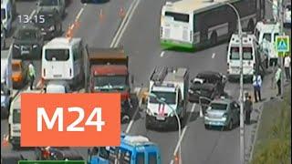 Смотреть видео Движение на Осташковской улице частично перекрыли из-за ДТП - Москва 24 онлайн