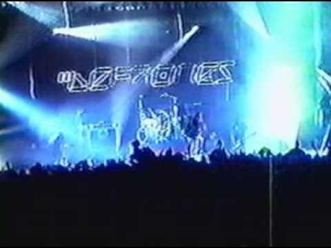 Deftones 02 Feiticiera Live Asbury Park, NJ 11 18 00 Chantale ATM