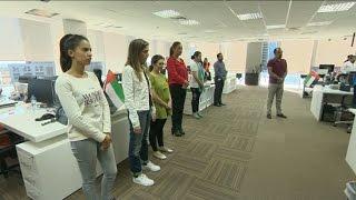 أخبار عربية وعالمية - موظفو تلفزيون الآن يقفون دقيقة صمت على أرواح شهداء الإمارات