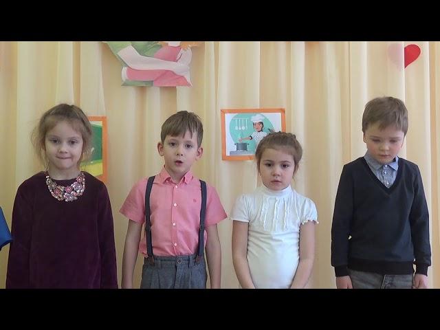 Изображение предпросмотра прочтения – «Воспитанники детского сада № 86» читает произведение «Рассказ о неизвестном герое» С.Я.Маршака