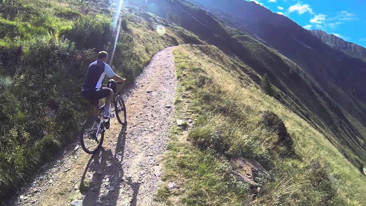 Dalle case di viso al rifugio bozzi al montozzo 2478 m for Case di montagna