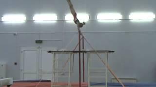 Спортивная гимнастика. Девочки. Брусья.(Спортивная гимнастика. Девочки. Обязательная программа 1 разряда (первый взрослый), брусья. Другие видео..., 2015-04-09T11:11:00.000Z)