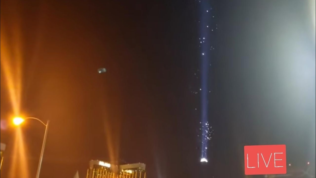 LIVE Creatures flying over Luxor Hotel Beam after Lockdown Las Vegas 3/22/2020
