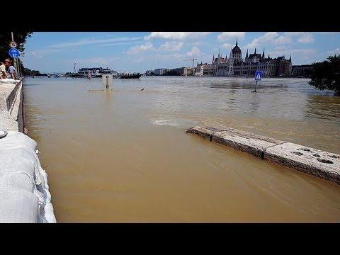 Kampf gegen Donauhochwasser in und bei Budapest