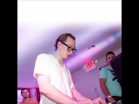12.Pitbull & Reid Stefan - Feel This Moment (Riddler & Reid Stefan Remix)