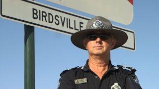 Dans un immense désert, le flic le plus seul d'Australie thumbnail