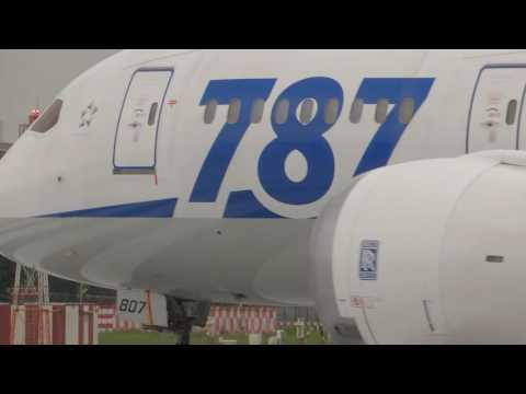 ANA B788 take off from Taipei Songshan airport