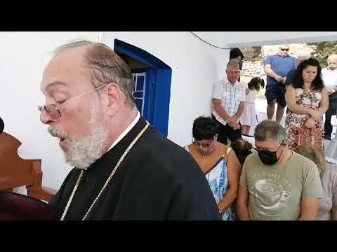 Η θεία λειτουργία στο εκκλησάκι του Τιμίου Σταυρού στα Θέρμα Καλύμνου