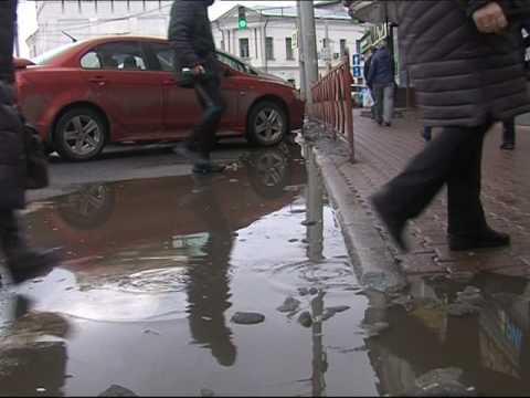 Ярославль поплыл: с приходом весны на улицах города вместо тротуаров  - лужи