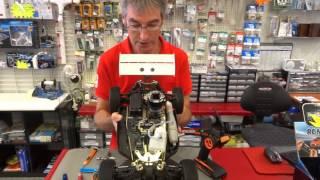 Préparation d'une voiture thermique RC avant démarrage moteur. 1ère partie