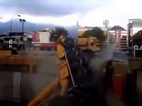 Accidente de dos grúas se desplomaron en las obras del Metro