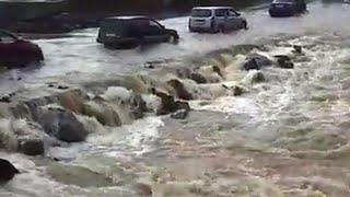 На Приморье, которое переживает сильнейший паводок, этой ночью обрушился новый мощный циклон.