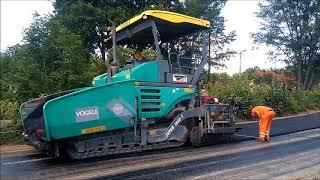 Układanie masy bitumicznej VOGELE & HAMM w akcji remonty dróg powiatowych
