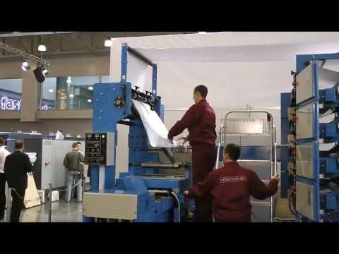 Рулонная машина WQM-320 в процессе плоской высечки и с резкой в .