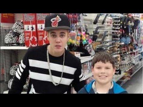 Justin Bieber Causing Problems In A Walmart
