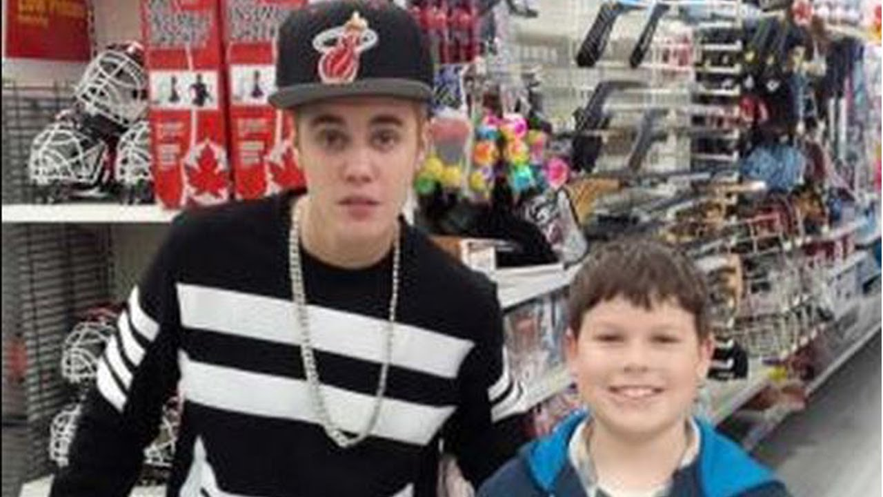 Justin Bieber Causing Problems In A Walmart
