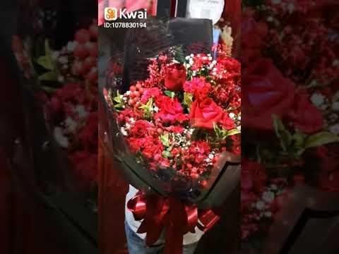 ช่อดอกไม้สีแดง